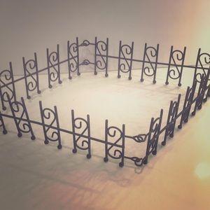 Adjustable fencing for miniature or fairy garden
